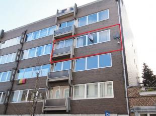 Ruim, goed onderhouden appartement van +/-108m² gelegen in het centrum van Sint-Truiden, op wandelafstand van het Station, de Grote Markt en de w