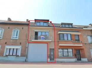 Appartement/woning van ongeveer 105 m² gelegen aan de rand van het centrum van Sint-Truiden, op wandelafstand van het centrum.<br /> Indeling : h