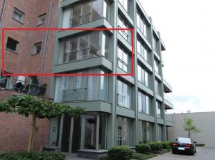 Deze unieke loft van 140 m² is gelegen in een rustige straat in het centrum van Diest. Het pand werd volledig afgewerkt met duurzame materialen e