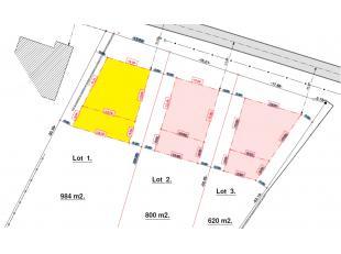 Lot 1: 9a84ca Bouwperceel voor een rustig gelegen open bebouwing met een gevelbreedte van 10m vorgevel en 13m achtergevel, bouwdiepte gelijkvloers 17m
