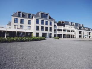 Appartement 0.2: Prachtig luxe appartement welk gelegen is op het gelijkvloers. Het appartement omvat een inkomhal met vestiaire, een apart toilet met