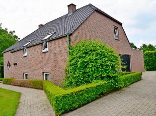 Prachtige, zeer goed onderhouden vrijstaande woning met veel privacy op een mooi aangelegd perceel van 19 are 22 ca. Deze woning onderscheidt zich van