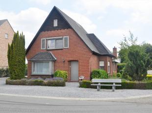Deze verzorgde woning is gelegen in een rustige, landelijke buurt net buiten het centrum van Bocholt.<br /> De woning omvat op het gelijkvloers een in
