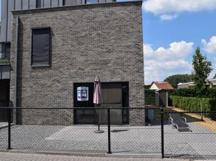 Een zeer goed onderhouden appartement midden in het centrum van Bocholt!<br /> Het appartement omvat een inkomhal, een open leefruimte met ingerichte