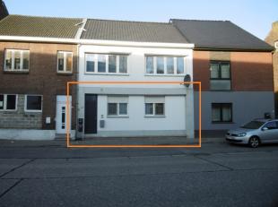 Dit appartement is gelegen in het centrum van Opgrimbie, een deelgemeente van Maasmechelen en op wandelafstand van de winkels en bushalte.  Vlotte ver