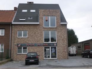Knus appartement in het centrum Maasmechelen<br /> Indeling: leefruimte met apart keukengedeelte met een eiland ,een kleine berging, een badkamer met