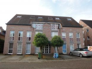 Gezellig dakappartement met 1 slaapkamer. Rustig gelegen in Smeermaas-Lanaken. Dit appartement bestaat uit : een inkomhal , een living, keuken, 1 slaa