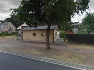 Gezellige gelijkvloerse woning. Centraal gelegen op de Ringlaan, nabij het centrum van Maasmechelen. <br /> Deze woning bestaat uit een inkomhal, een