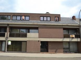 Appartement met 4 slaapkamers. Ruim, vernieuwd appartement gelegen op de Herdersstraat, nabij het centrum van Maasmechelen. Dit appartement bestaat ui