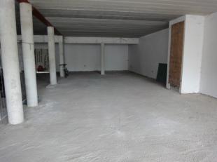 Opslagruimte in het commercieel centrum van Eisden.<br /> De centrale ruimte van 500m² is opsplitsbaar in kleinere delen. Prijs bespreekbaar.