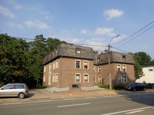 Ruim appartement met 3 slaapkamers en garage gelegen nabij het centrum van Maasmechelen.<br /> Indeling: inkomhal, apart toilet, living, keuken, bergi