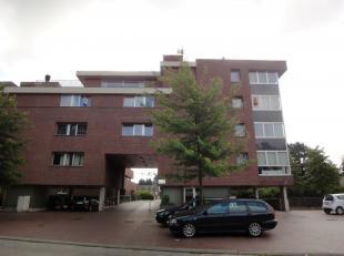 Ruim en luxueus afgewerkt appartement op de derde verdieping van een gebouw.<br /> Centrale ligging nabij het centrum van Maasmechelen en de autostrad