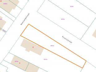 Grond voor halfopen bebouwing van 4a61ca, gelegen op de hoek van de Neerveldstraat en de Priorijstraat. <br /> <br /> De grond meet 12 meter aan de