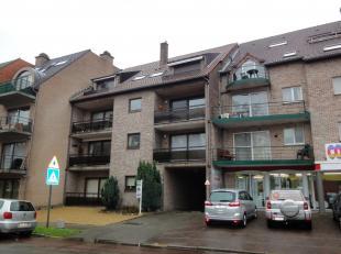 Knus appartement met gezellig balkon, op de tweede verdieping van een gebouw nabij het Commercieel Centrum Pauwengraaf, M2 en Maasmechelen Village.<br