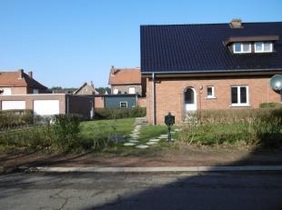 Charmante volledig gerenoveerde woning met tuin in Maasmechelen Deze woning bevindt zich in een rustige straat, dichtbij het centrum van Maasmechelen