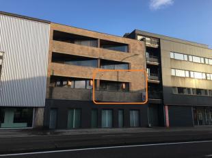 Volledig gerenoveerd appartement met veel lichtinval, gelegen op een toplocatie in het centrum van Maasmechelen.<br /> Dit appartement is gelegen op