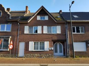 Duplex appartement op de 1ste en 2de verdieping van een gebouw. Centrale ligging nabij het centrum van Maasmechelen.<br /> Dit appartement bestaat uit
