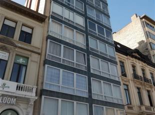 Zeer comfortabel en ruim appartement van 95m2 op de hoek van de Italiëlei en de Paardenmarkt met een kelderberging en een autostaanplaats, gelege