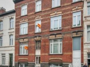 Opbrengsteigendom gelegen in centrum Gent, en bestaande uit 2 appartementen met telkens 1 slaapkamer, keuken en badkamer en 1 duplexappartement met 2