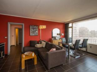Dit prima onderhouden twee-slaapkamer appartement met ruim terras is gelegen op de tweede verdieping van Residentie Stockholm en omvat: aparte inkom,