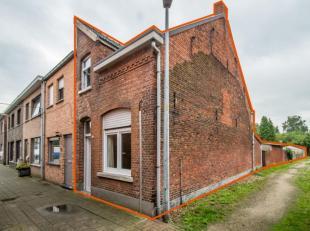 Instapklare woning (HOB) op ideale ligging. De woning heeft al enkele vernieuwingen gehad zoals nieuwe ramen, gasketel en tevens zijn keuken en badkam