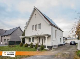 Deze gezellige woning met tuin is gelegen vlak bij het centrum van Meeuwen en in de onmiddellijke nabijheid van openbaar vervoer.<br /> Voor meer info