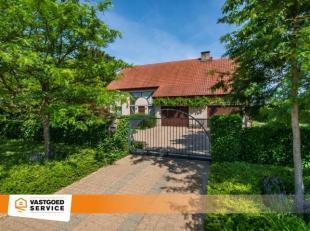 Mooie villa op perceel van 4264m² op een toplocatie te Rillaar. Deze villa is afgewerkt met uiterst kwalitatieve en stijlvolle materialen. Verder