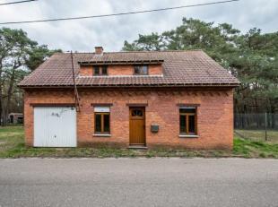 Deels gerenoveerde woning op rustige ligging. Deze woning heeft reeds volgende vernieuwingen gehad: volledig nieuw dak (houtwerk, onderdak, pannen en