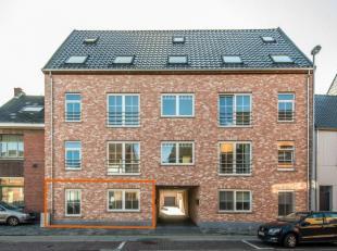 Gelijkvloers nieuwbouwappartement met terras, tuin en garage. Dit appartement bevindt zich in een kleinschalig complex op een ideale ligging aan het c