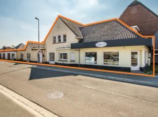 Handelspand (Hoofdstraat 23) met aangrenzende woning (Nieuwstraat 2B) en 4 garageboxen in het centrum van Eksel. Het handelspand omvat maar liefst 100