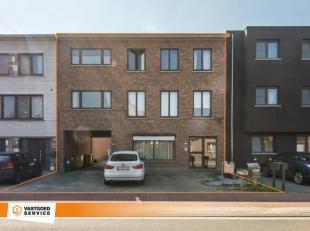 Deze opbrengsteigendom is gelegen op een ideale locatie in de dorpskern van Kessel. Het geheel omvat een appartement op het gelijkvloers, een duplex a