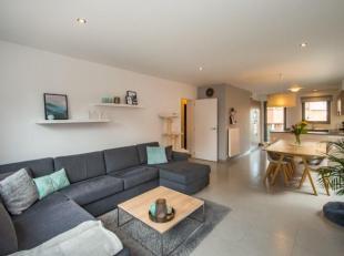 Zeer goed onderhouden, kwalitatief en instapklaar appartement met 2 slaapkamers in het centrum van Zolder. In de kelder is er een ruime staanplaats vo