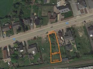 Zeer goed gelegen bouwgrond van 09a08ca voor een open bebouwing. Is gelegen langs de verbindingsweg tussen Pelt en Achel. Op 5 minuutjes ben je zowel