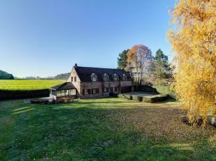 Bent u een natuurliefhebber? Dan hebben wij een exceptioneel landhuis voor u gelegen midden in het groen met prachtig uitzicht over de velden. U heeft