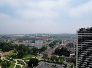 Energiezuinig appartement met panoramisch zicht over Brussel, zeer goede ligging (mobiscore 8,7/10) omvattende: inkomhal met vestiaire en wc, living i