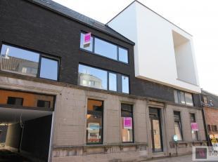 In het centrum van Sint-Amands gelegen, vlakbij de Scheldedijk hebben we een duplex nieuwbouwappartement (105m²) met ruime terrassen voor- en ach