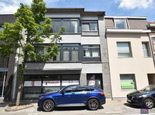 Perfect onderhouden appartement op het 1e verdiep in het hartje van Sint-Gillis-bij-Dendermonde. Deze is voorzien van een inkomhal, zeer ruime living,