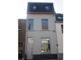 Totaal gerenoveerde woning rechtstreeks te koop van de aannemer. De woning kan verkocht worden met klein beschrijf. ( 6 procent registratierechten) Om
