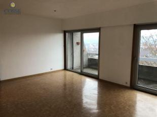 Appartement 1 chambre sis au cinquième étage d'une résidence, composé comme suit: hall, wc, living, cuisine, terrasse, sal