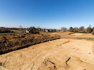 Deze ruime bouwgrond maakt deel uit van de verkaveling 'Op de Heufkens' te Koninksem, Tongeren.Het perceel leent zich tot een open bebouwing.<br /> De