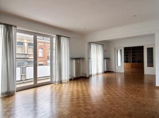 IXELLES - CHÂTELAIN - ERA Châtelain vous propose ce superbe appartement avec une immense terrasse, idéalement situé dans le