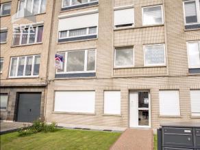 Lichtrijk, deels te renoveren appartement (80m²) op de eerste verdieping van een verzorgd gebouw.Gelegen langs de Ruggeveldlaan en op wandelafsta