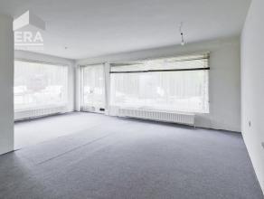 Te renoveren gelijkvloers appartementgelegen in een groene omgeving te Deurne. Binnen handbereik: park, openbaar vervoer, school, winkels en op 15 min