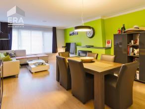 Op zoek naar een recent gerenoveerd en instapklaar 2-slaapkamer appartement? Dan is dit zeker iets voor u!<br /> Gelegen in een rustige eenrichtingsst
