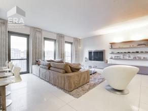 Deze parel van een luxe-appartement bevindt zich op het Eilandje en heeft een prachtig uitzicht!<br /> U komt binnen in de inkomhal met ingebouwde ves