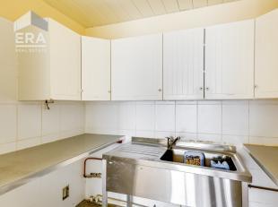 Drie appartementen volledig te renoveren gelegen in een blok van 4 verdiepingen met meerdere appartementen en 7 garageboxen. 1. Appartement nr. 34: 2-