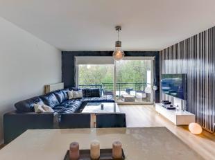 Appartement gelegen op de 2de verdieping van een goed onderhouden blok met lift. Ruime living met open keuken en aanpalend terras (uitzicht op Bremwei