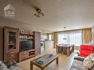 Op de eerste verdieping van een goed onderhouden gebouw (bwj. 2001) met lift bevindt zich dit appartement van circa 90 m². Ruime woonkamer met aa