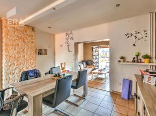 Bent u op zoek naar een leuke woning? Dan stellen wij dit eigendom met inpandige garage én ruime tuin met plezier aan u voor. Indeling :Op de b