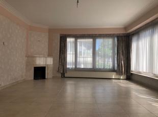 Ben je op zoek naar een ruim appartement op een rustige, doch centrale locatie? Dan wordt dit 2-slaapkamer appartement, gelegen in één v
